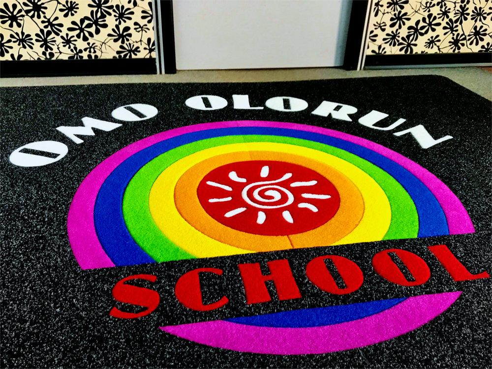 Tappeto intarsiato personalizzato Olorun School