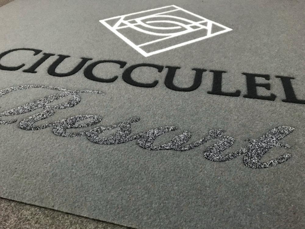 Tappeto Personalizzato con il logo La Ciucculella Resort