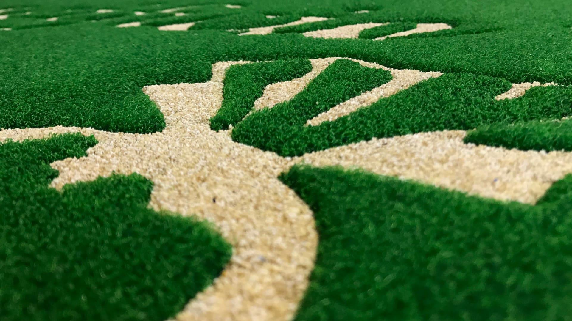 Dettaglio intarsio tappeti personalizzati MADO Group Caseificio Pugliese - Tappeti personalizzati con effetto rilievo