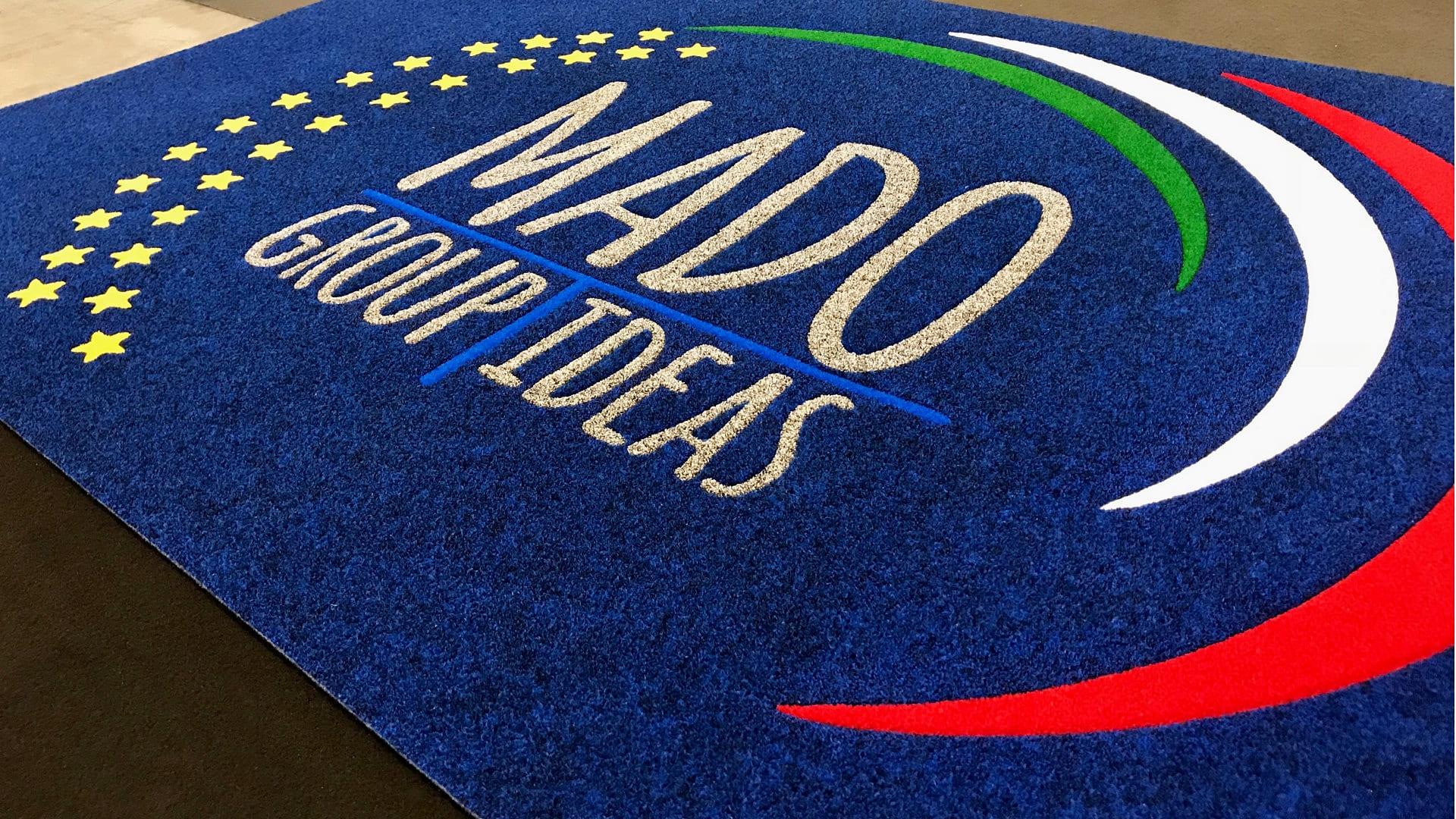 Tappeto Intarsiato Personalizzato con logo MADO Group Ideas utilizzato per l'esposizione in fiera al Viscom Italia 2018